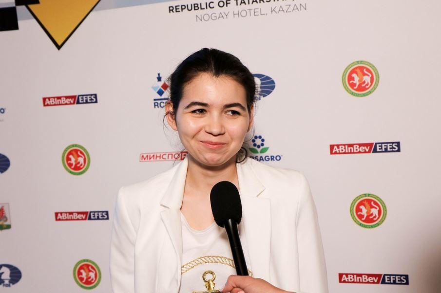 Aleksandra Goryachkina in white stop