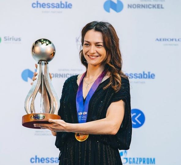 Alexandra Kosteniuk winner with trophy and medal photo 2021 FIDE Chess World Cup