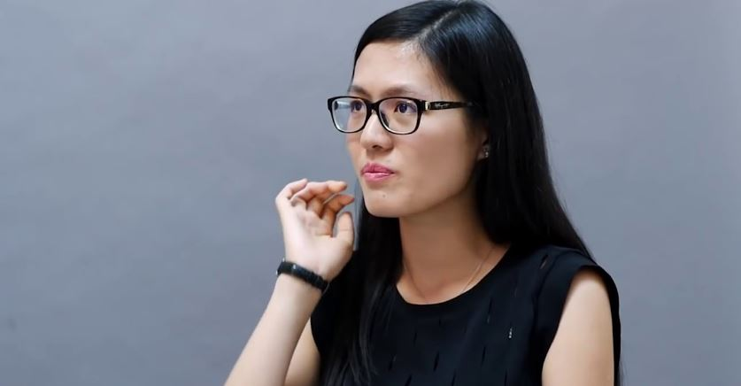 Hou Yifin left profile & black rim glasses