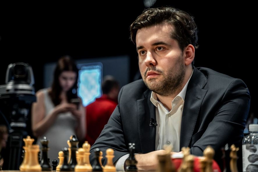 Round 4 – A battle to a draw between tournament leader Russia's Ian Nepomniachtchi and USA's Fabiano Caruana at 2020 World Chess Candidates Tournament
