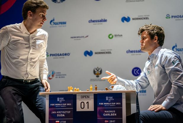 Jan Krzysztof Duda and Magnus Carlsen post game discussion