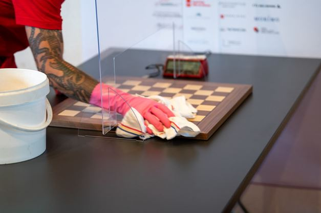 Sanitizing a chessboard between rounds